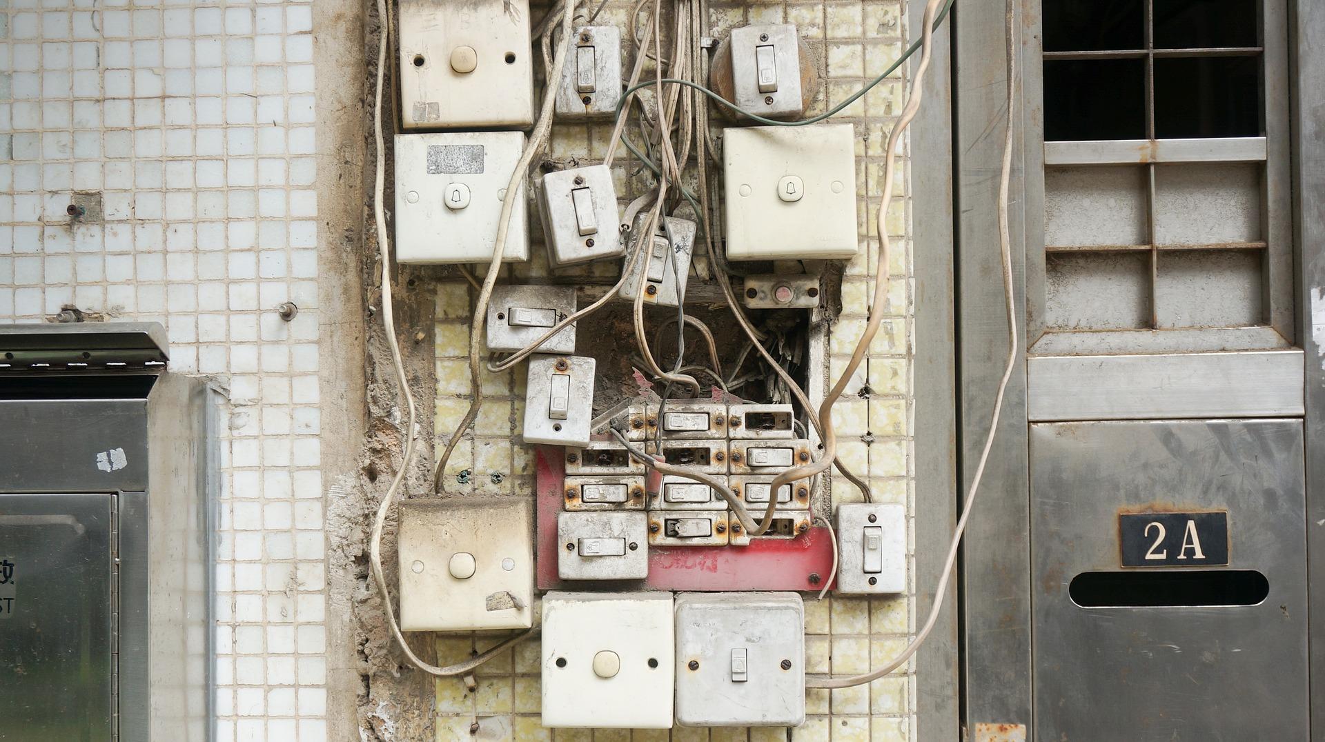 prese elettriche caos