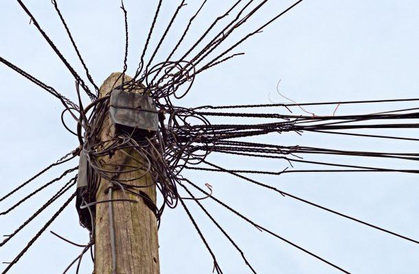 groviglio cavi telefono