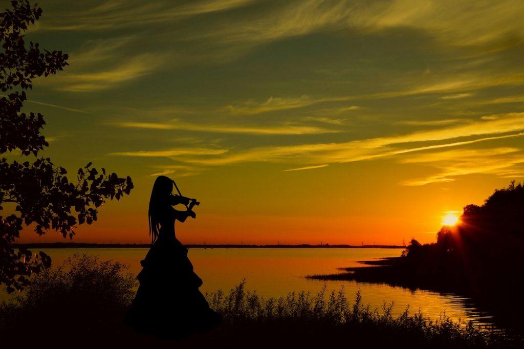 Violinista al tramonto